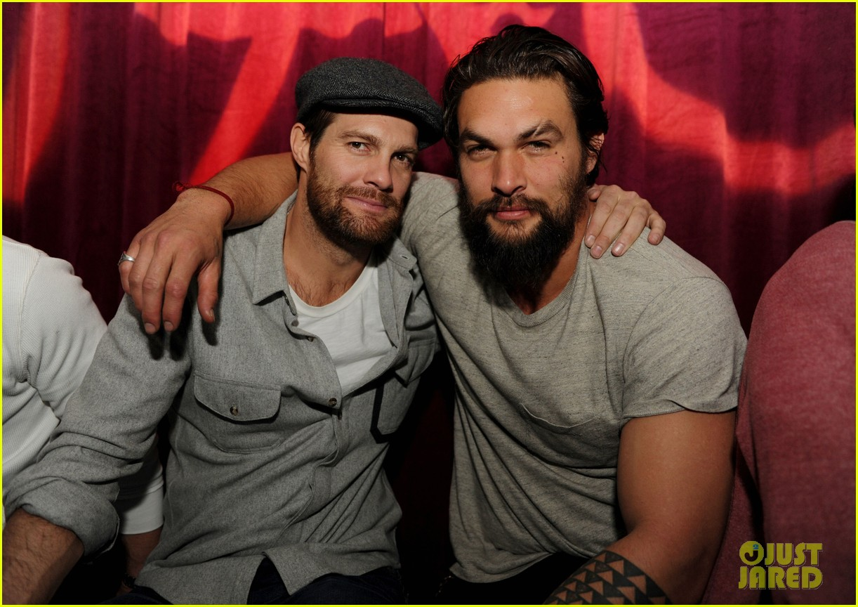 jason momoa geoff stults football fun at sundance 05