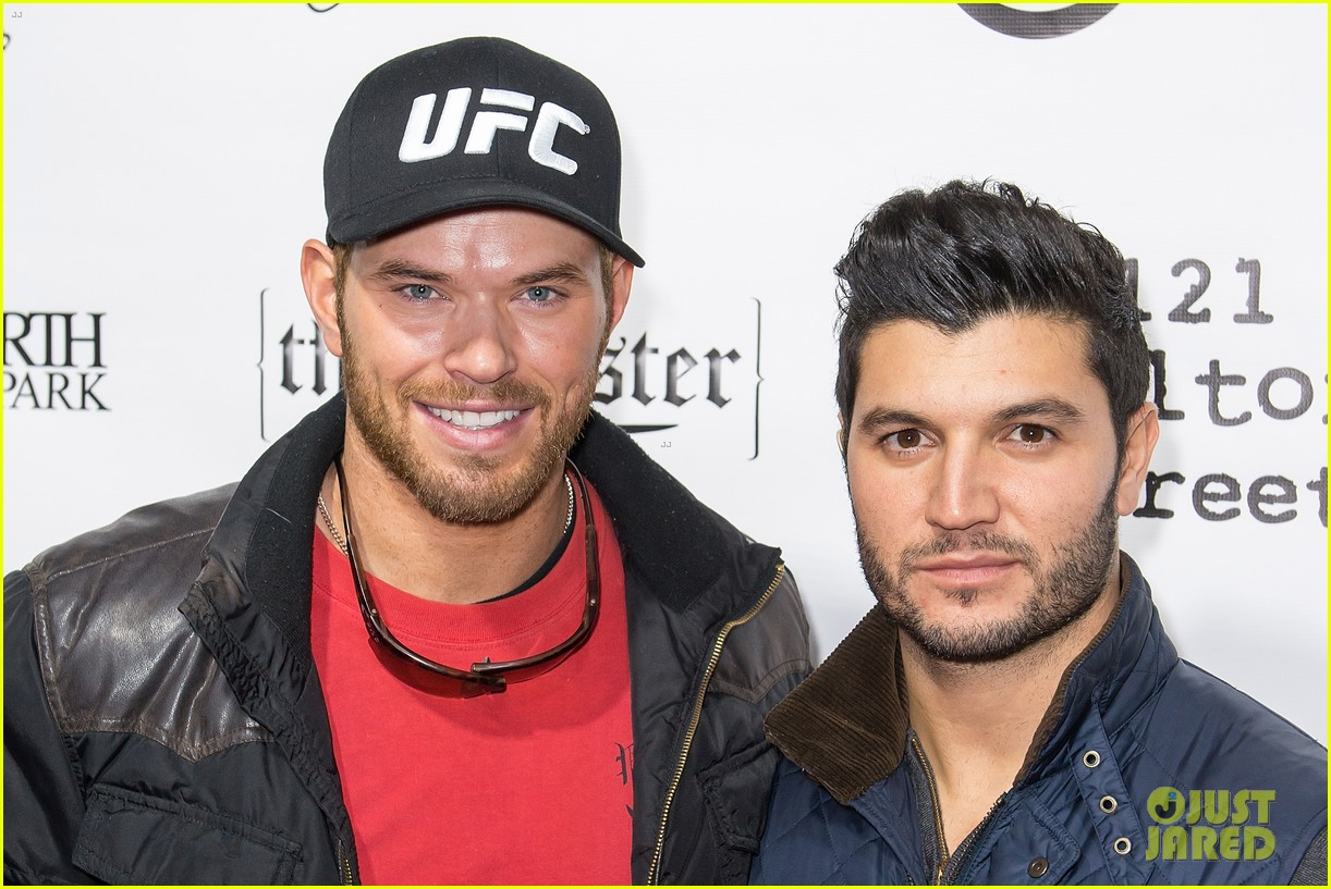 jason momoa geoff stults football fun at sundance 34
