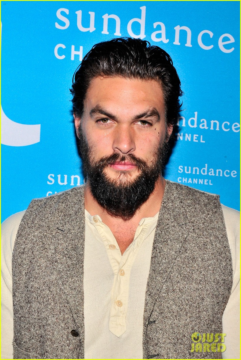 jason momoa photobombs red road cast at tca panel 02