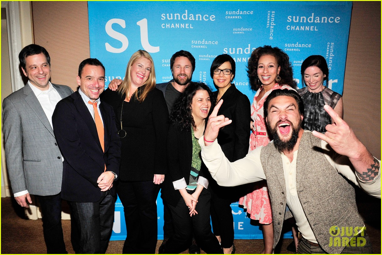 jason momoa photobombs red road cast at tca panel 043028309