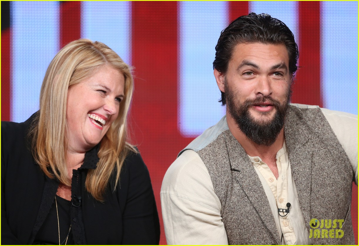 jason momoa photobombs red road cast at tca panel 123028317