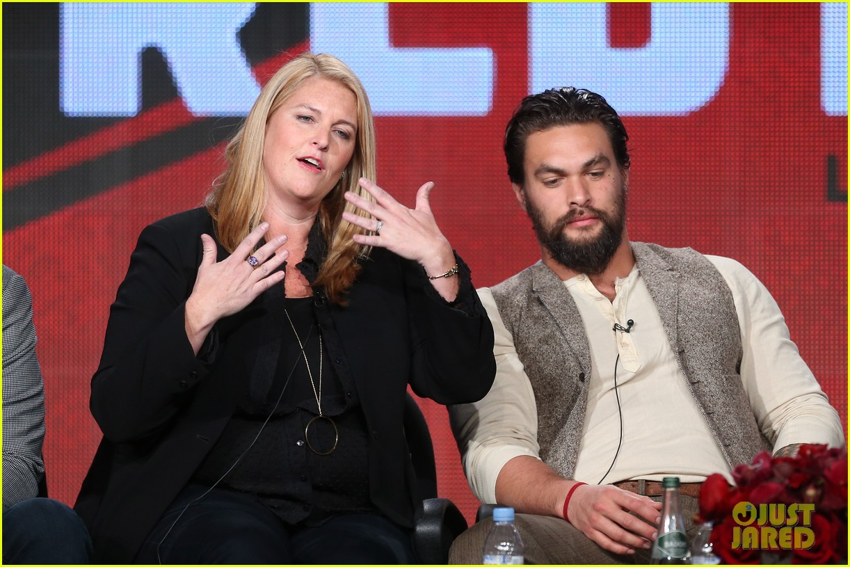 jason momoa photobombs red road cast at tca panel 133028318