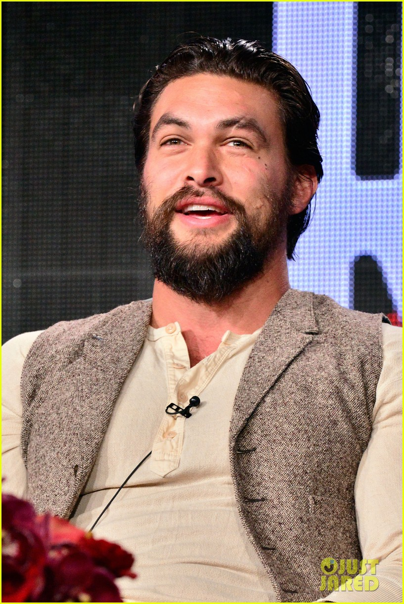 jason momoa photobombs red road cast at tca panel 233028328