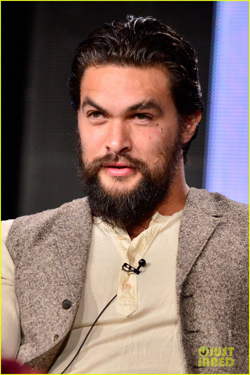 jason momoa photobombs red road cast at tca panel 253028330