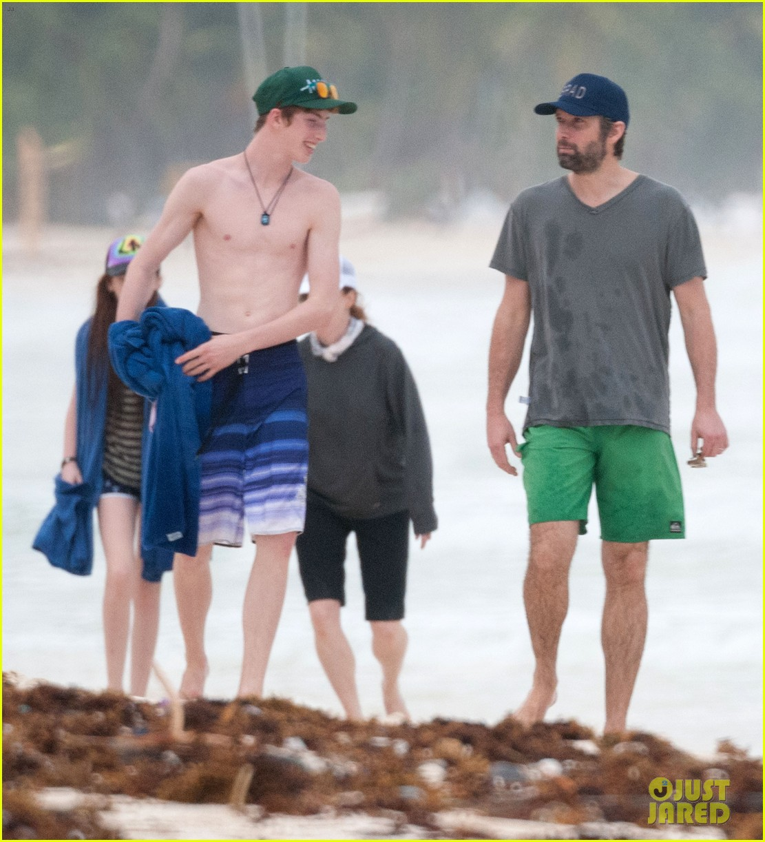 julianne moore family beach day in mexico 053023827