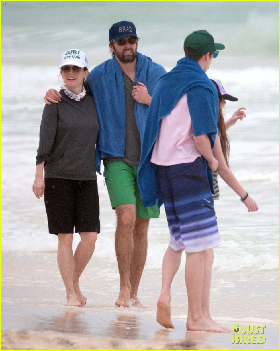julianne moore family beach day in mexico 163023838