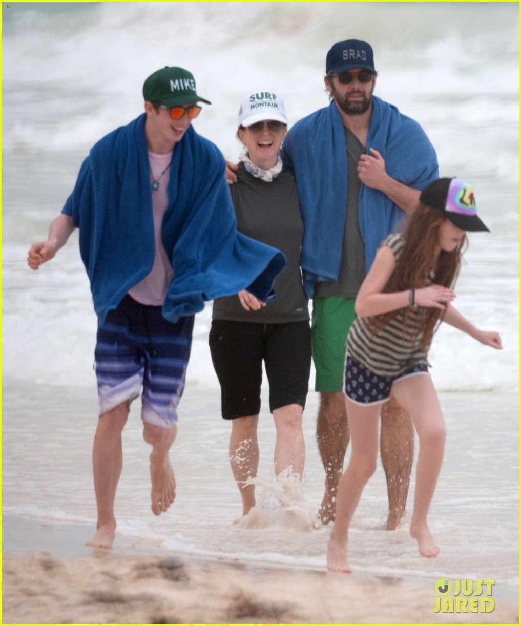 julianne moore family beach day in mexico 183023840