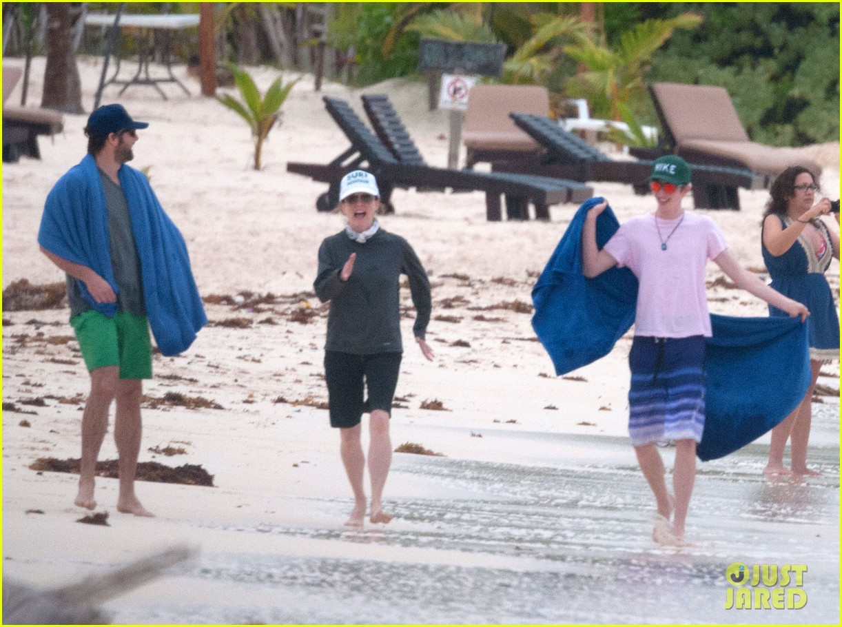 julianne moore family beach day in mexico 193023841