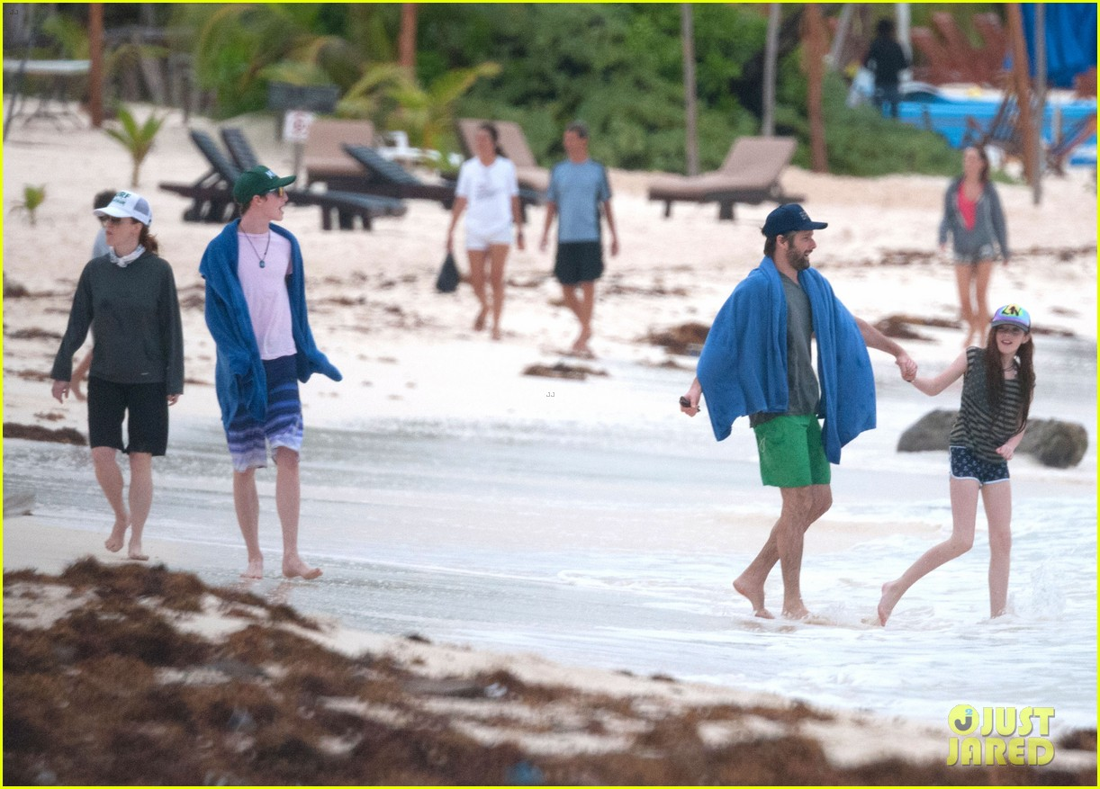 julianne moore family beach day in mexico 243023846