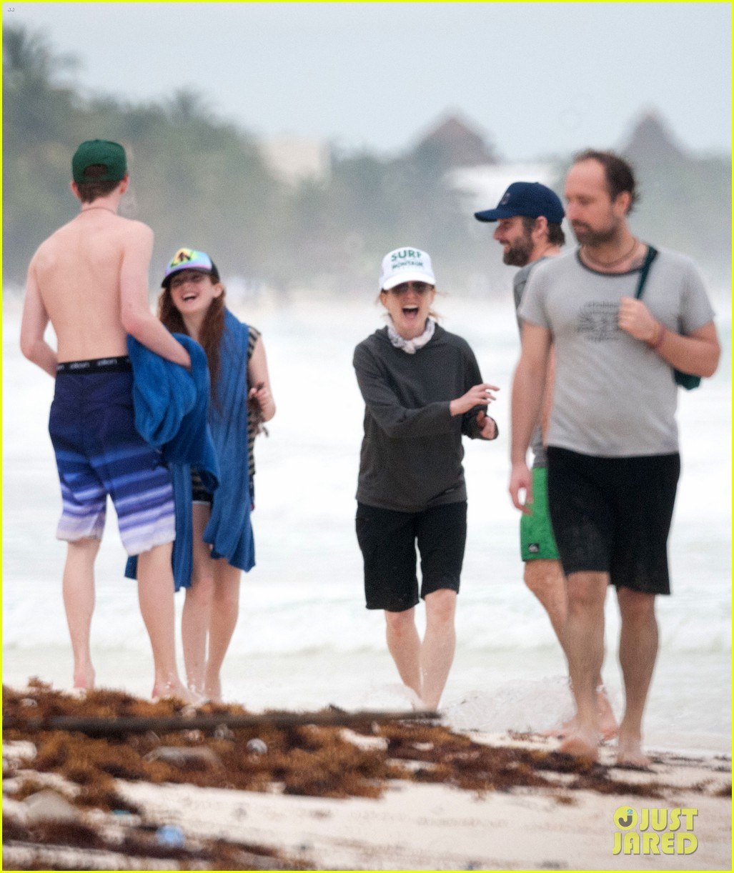 julianne moore family beach day in mexico 263023848