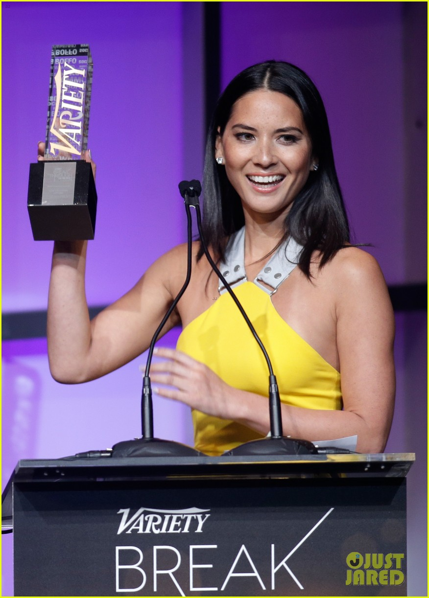 olivia munn presented variety award by aaron sorkin 023026756