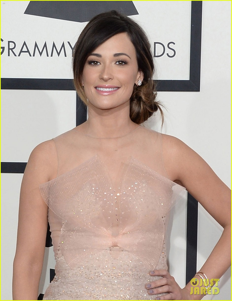 kacey musgraves grammys 2014 red carpet after winning 023041036