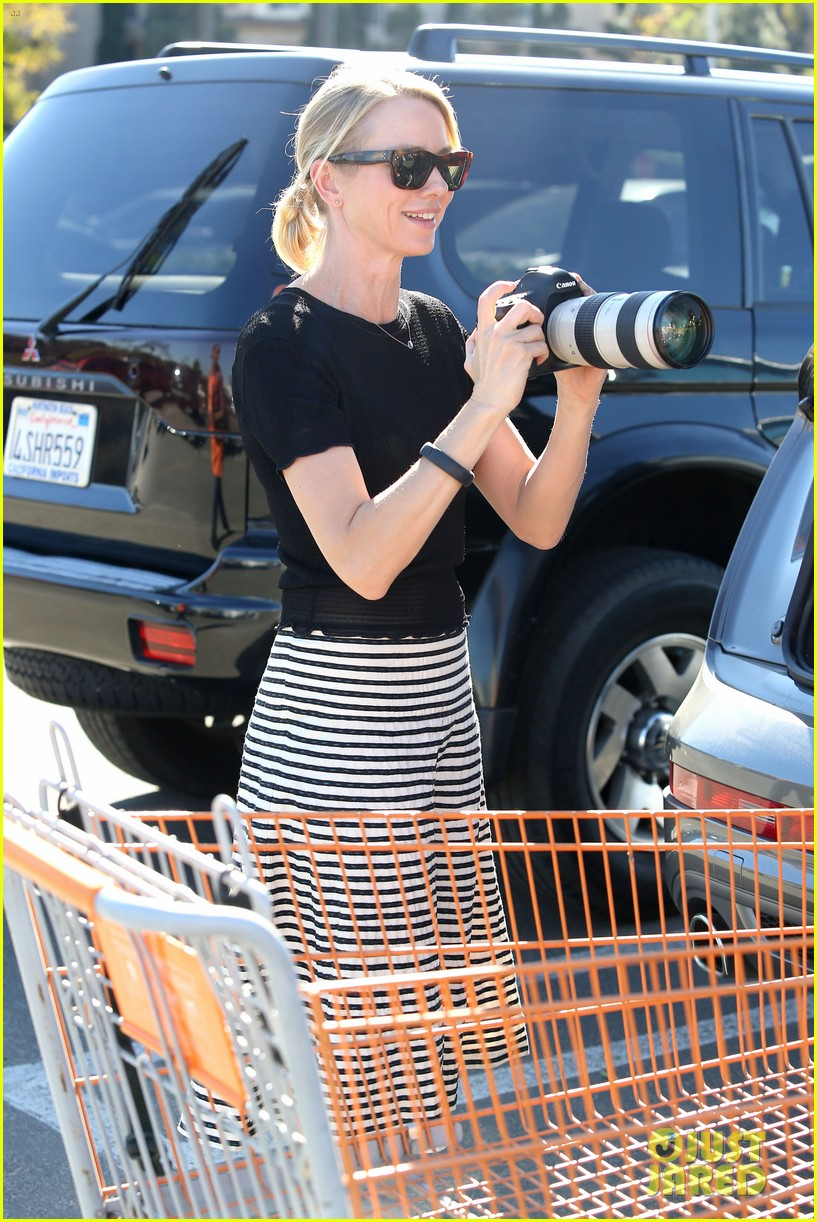 naomi watts landscaping lady in culver city 023035610