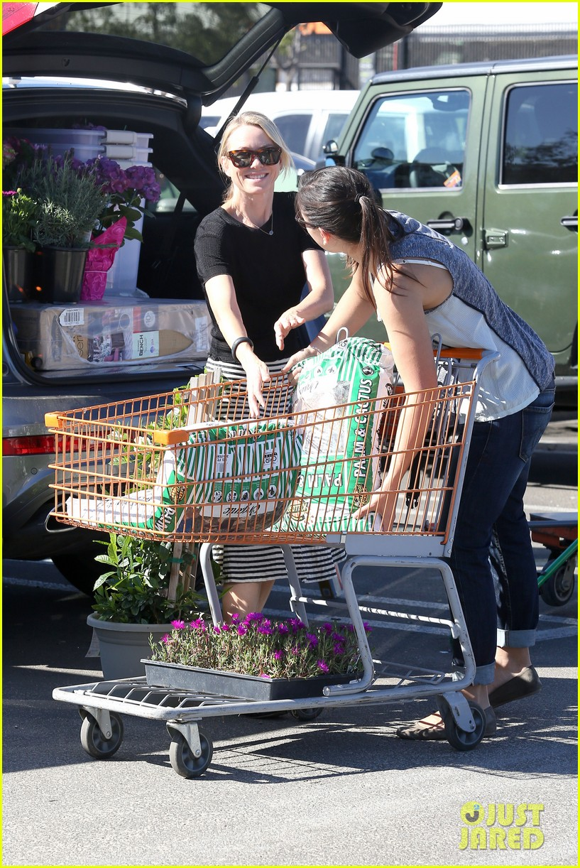 naomi watts landscaping lady in culver city 053035613