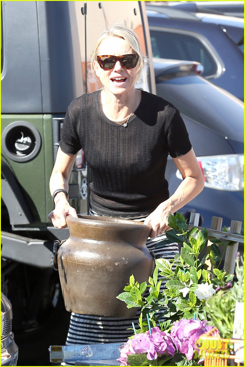 naomi watts landscaping lady in culver city 093035617