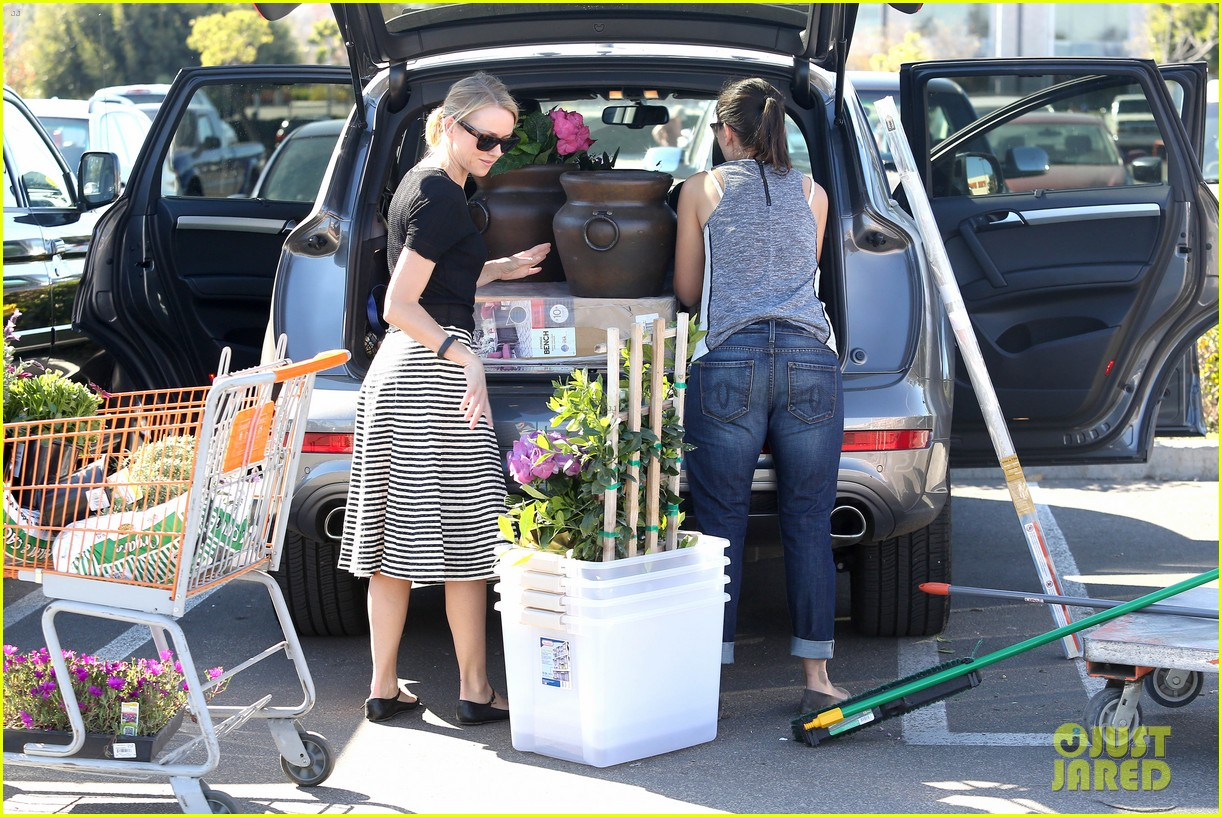 naomi watts landscaping lady in culver city 103035618