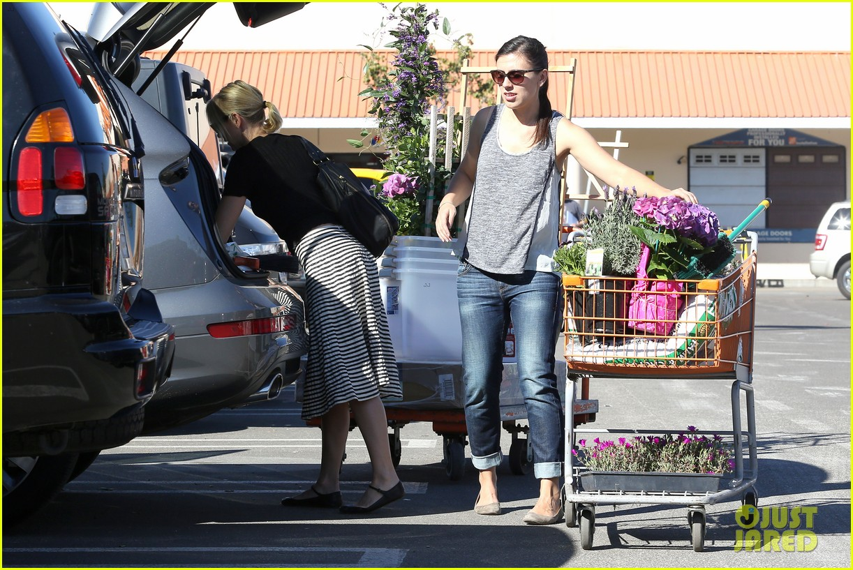 naomi watts landscaping lady in culver city 18