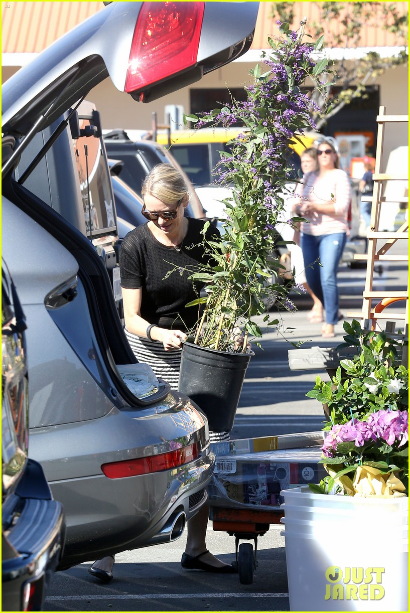 naomi watts landscaping lady in culver city 193035627