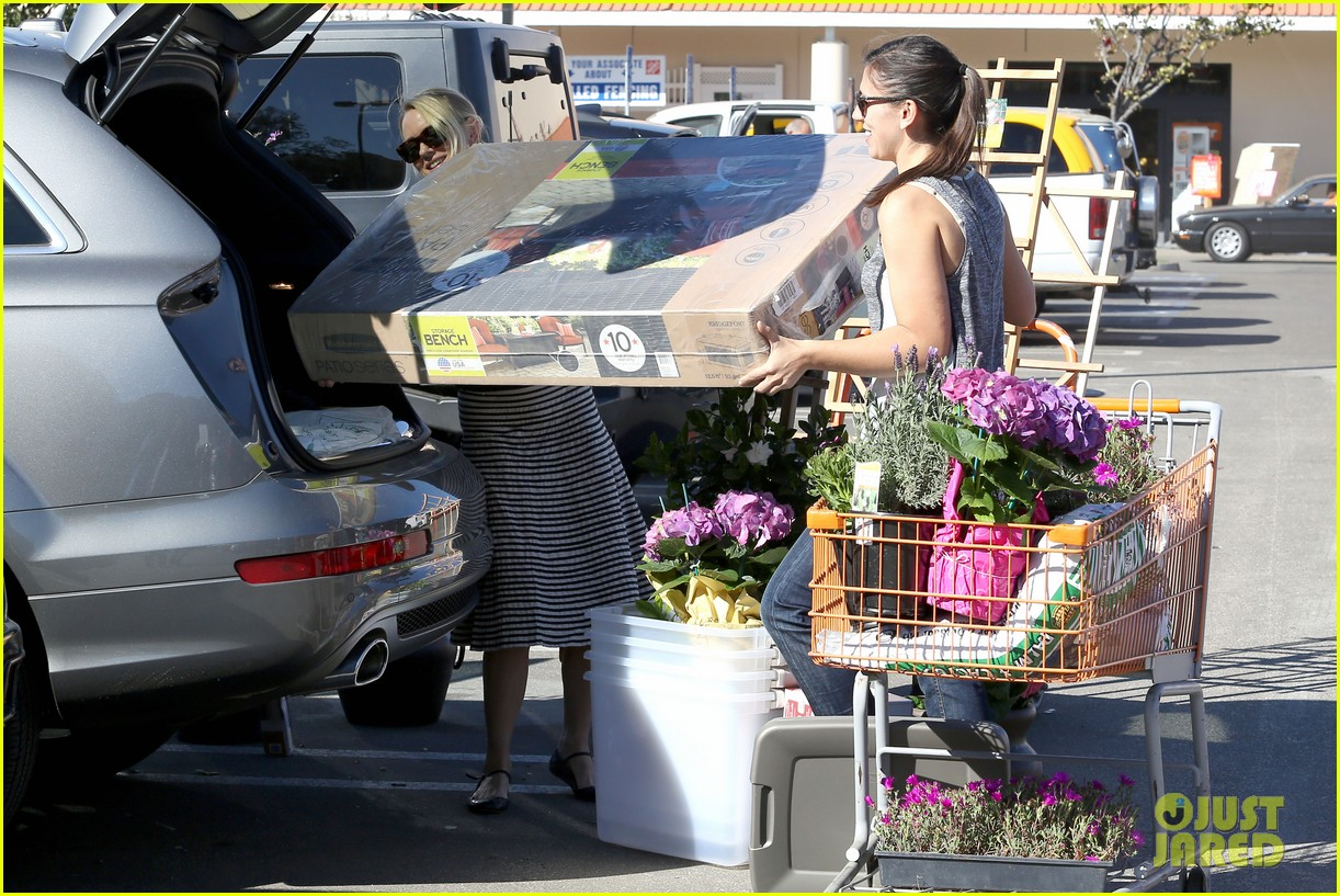 naomi watts landscaping lady in culver city 203035628