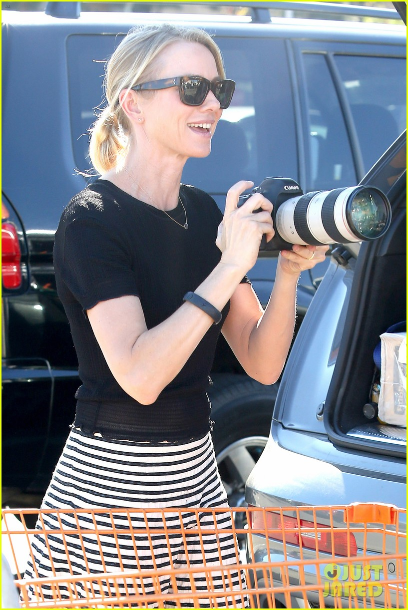 naomi watts landscaping lady in culver city 223035630