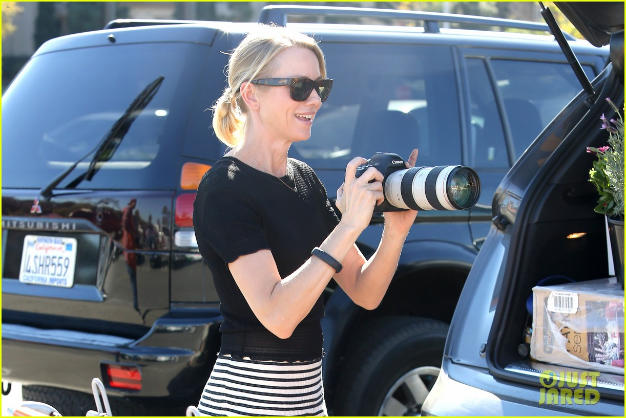 naomi watts landscaping lady in culver city 24