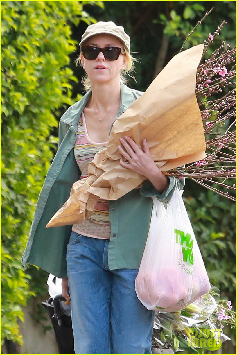naomi watts landscaping lady in culver city 263035634