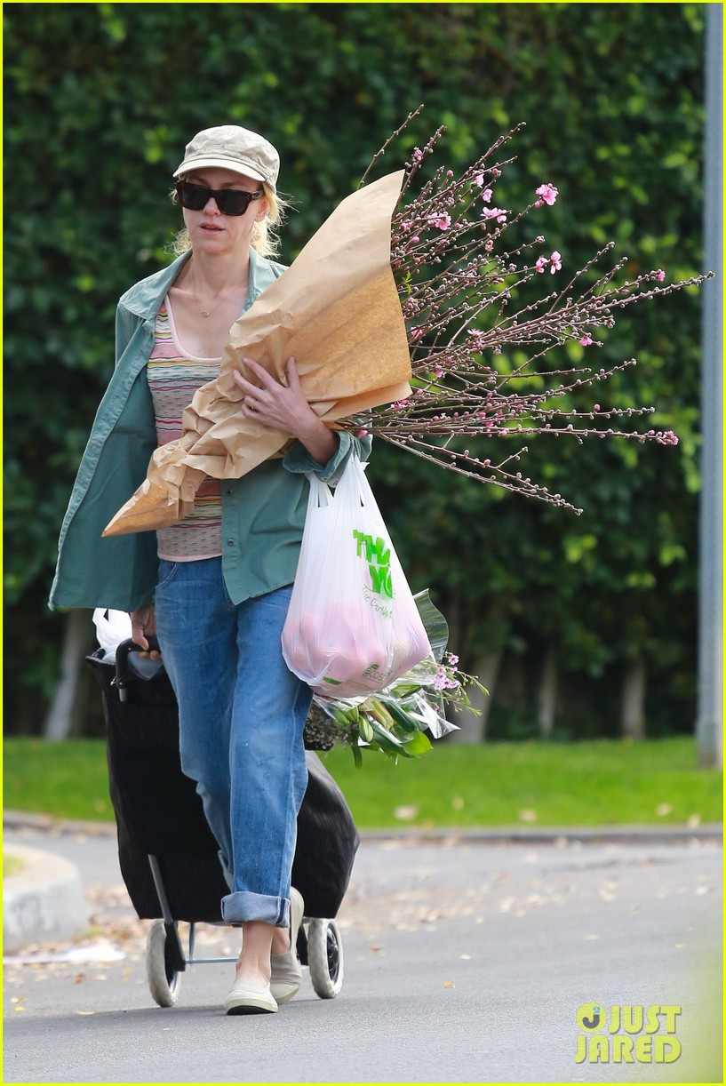 naomi watts landscaping lady in culver city 293035637