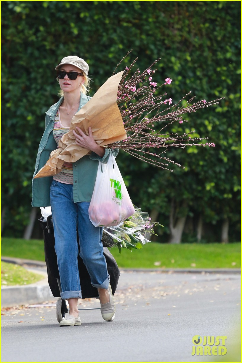 naomi watts landscaping lady in culver city 323035640