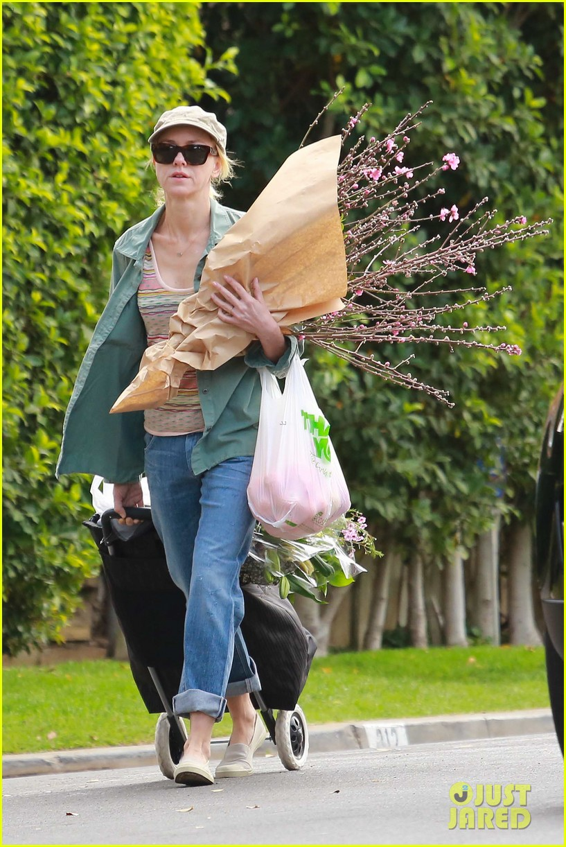 naomi watts landscaping lady in culver city 333035641