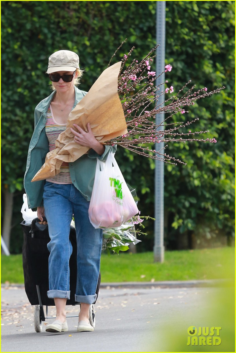 naomi watts landscaping lady in culver city 34