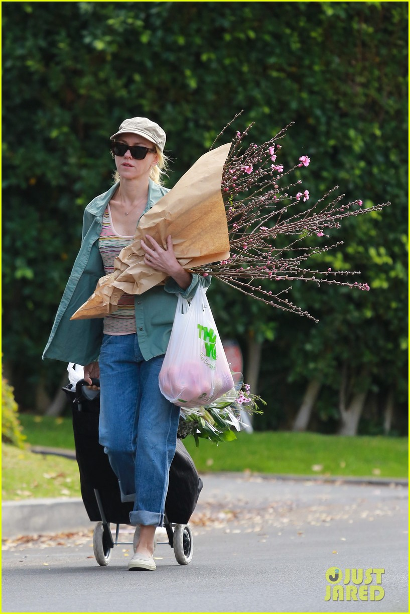 naomi watts landscaping lady in culver city 353035643