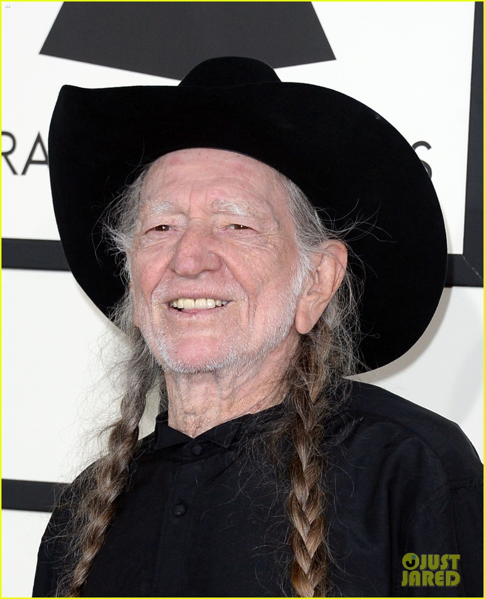 neil young willie nelson grammys 2014 red carpet 053040968