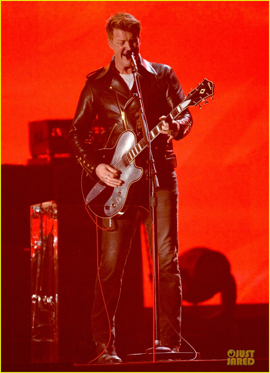nine inch nails queens of stone age perform at grammys 2014 video 013041734