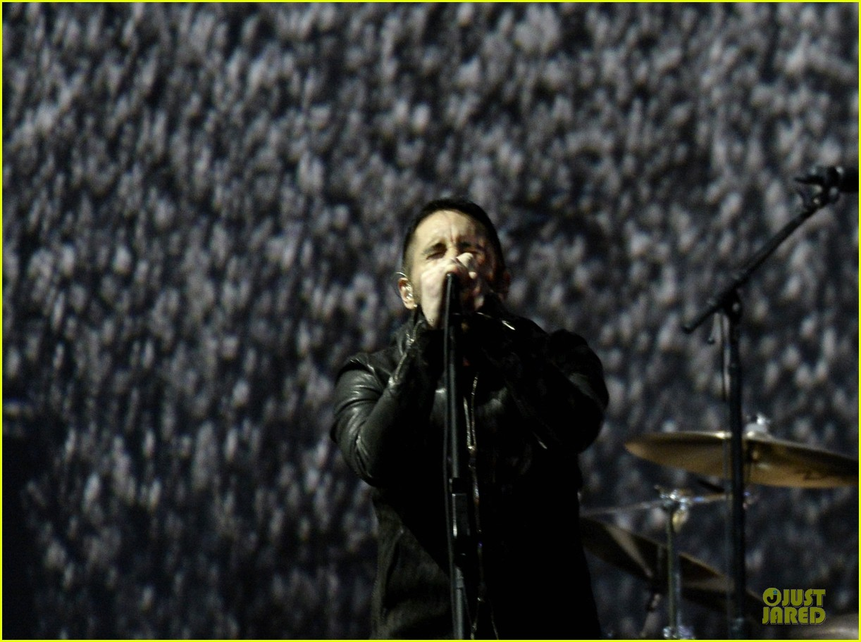 Nine Inch Nails & Queens of the Stone Age Perform at Grammys 2014 ...