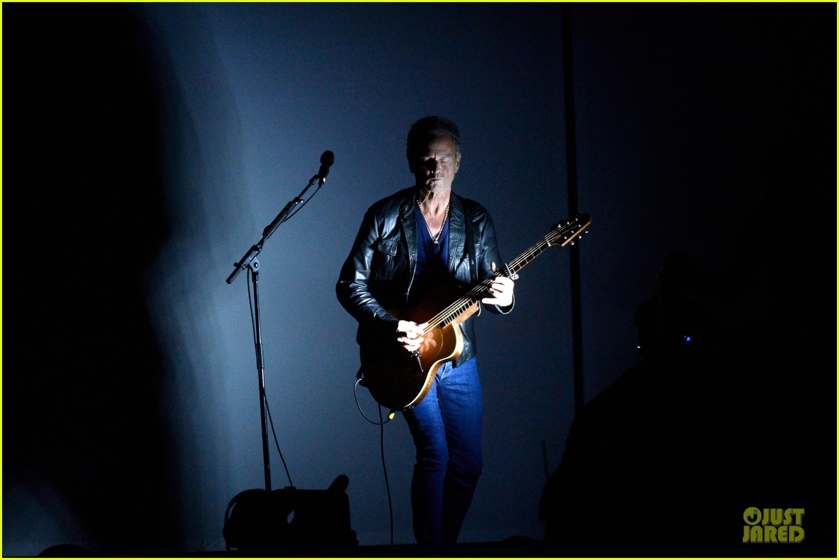 nine inch nails queens of stone age perform at grammys 2014 video 07