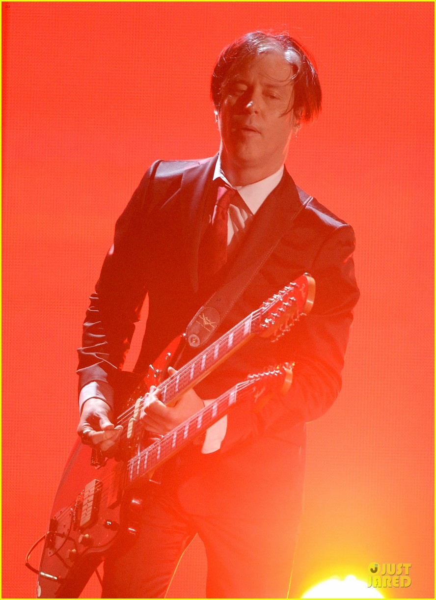 nine inch nails queens of stone age perform at grammys 2014 video 113041744