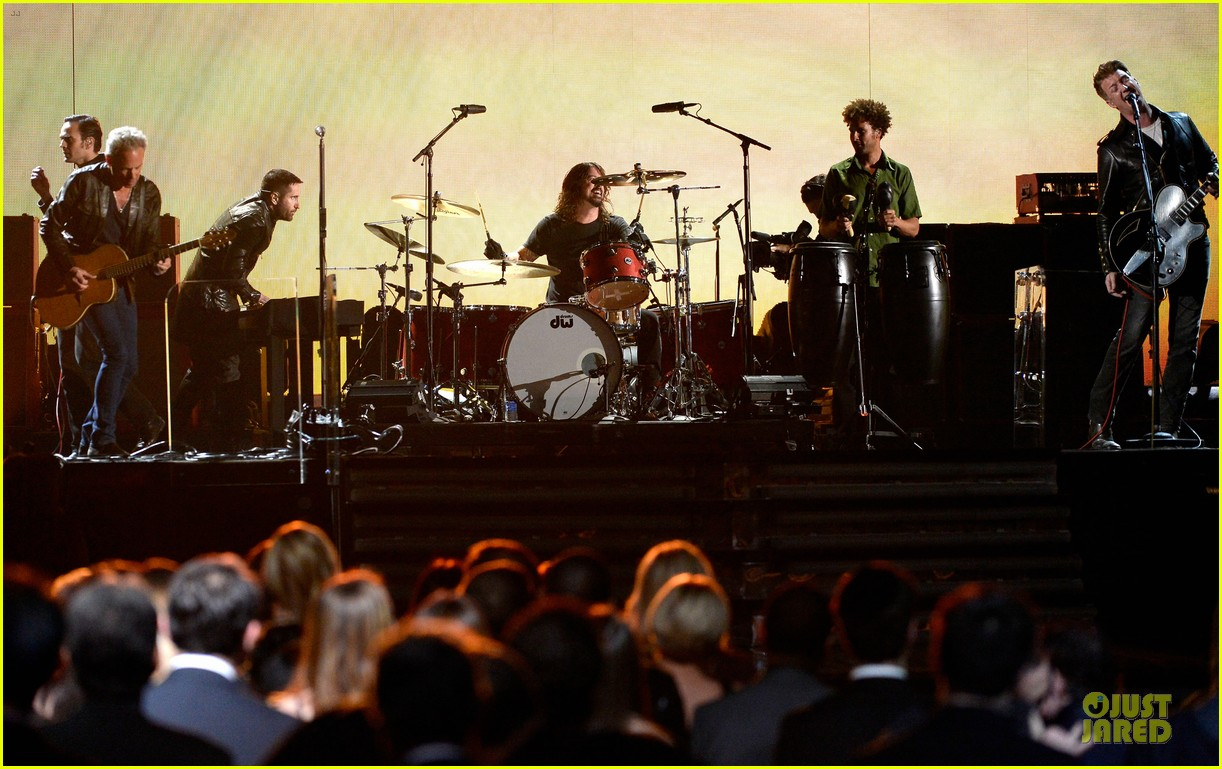 nine inch nails queens of stone age perform at grammys 2014 video 153041748