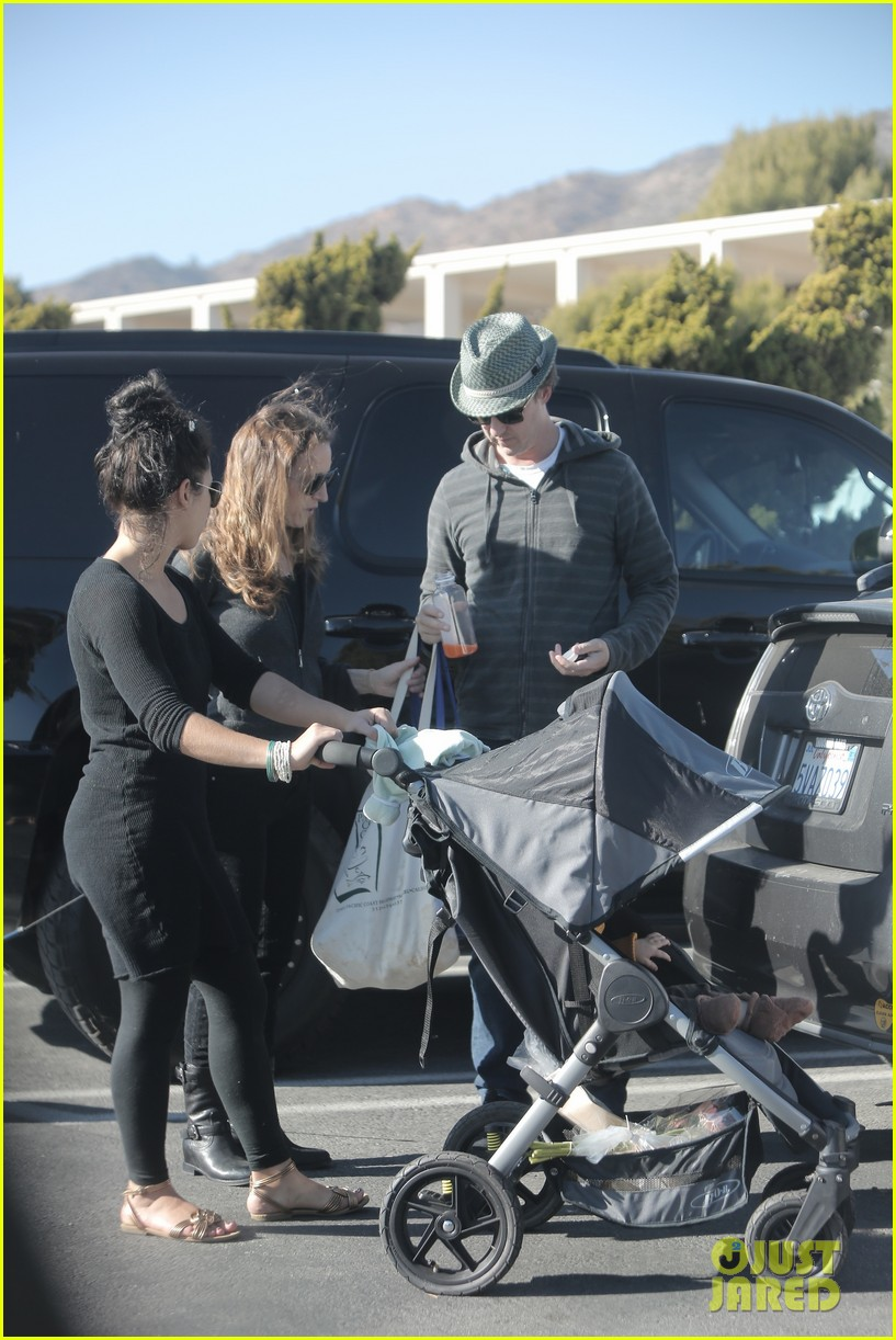 edward norton debuts new baby boy for family farmers market trip 013023264