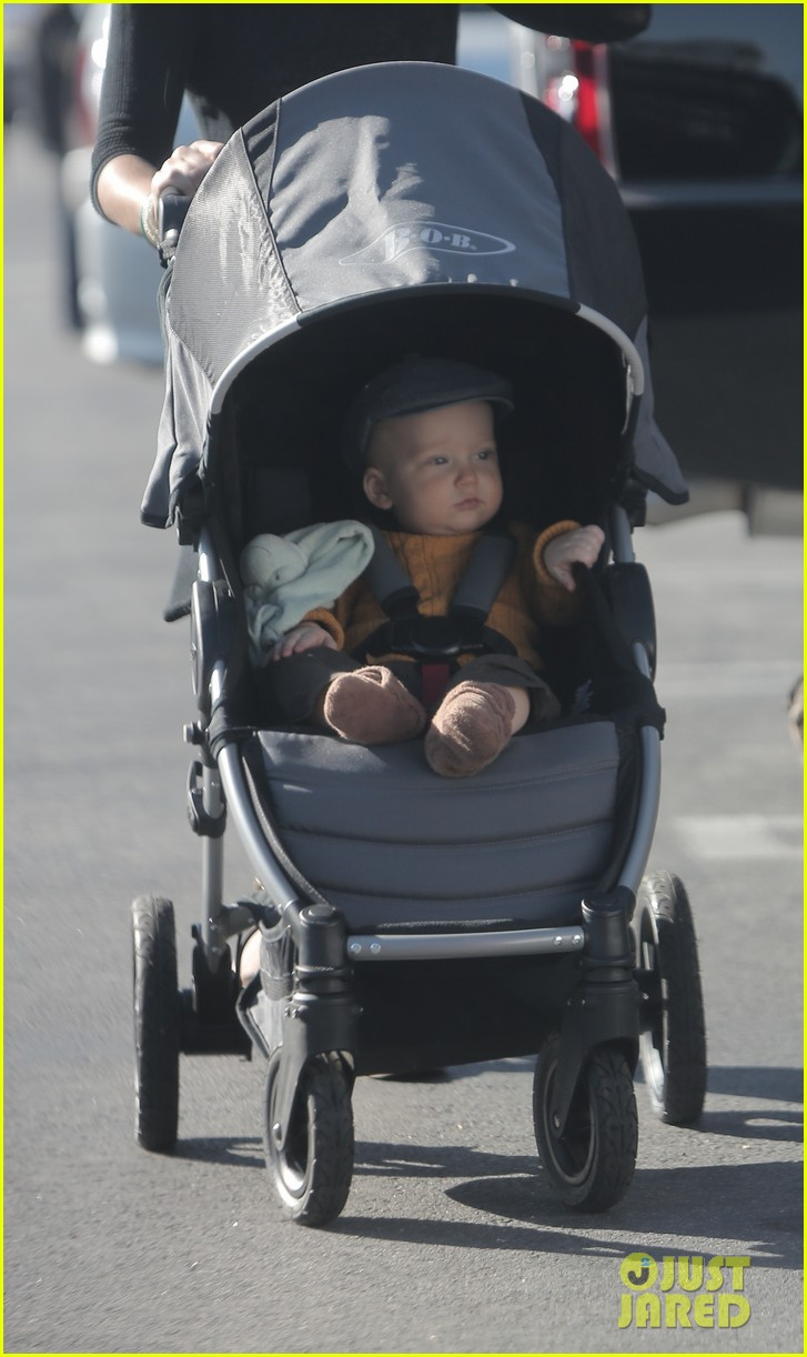edward norton debuts new baby boy for family farmers market trip 023023265
