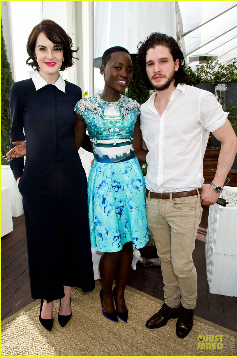 lupita nyongo dujour cover party with michelle dockery 013028187