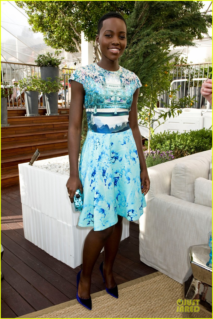 lupita nyongo dujour cover party with michelle dockery 033028189