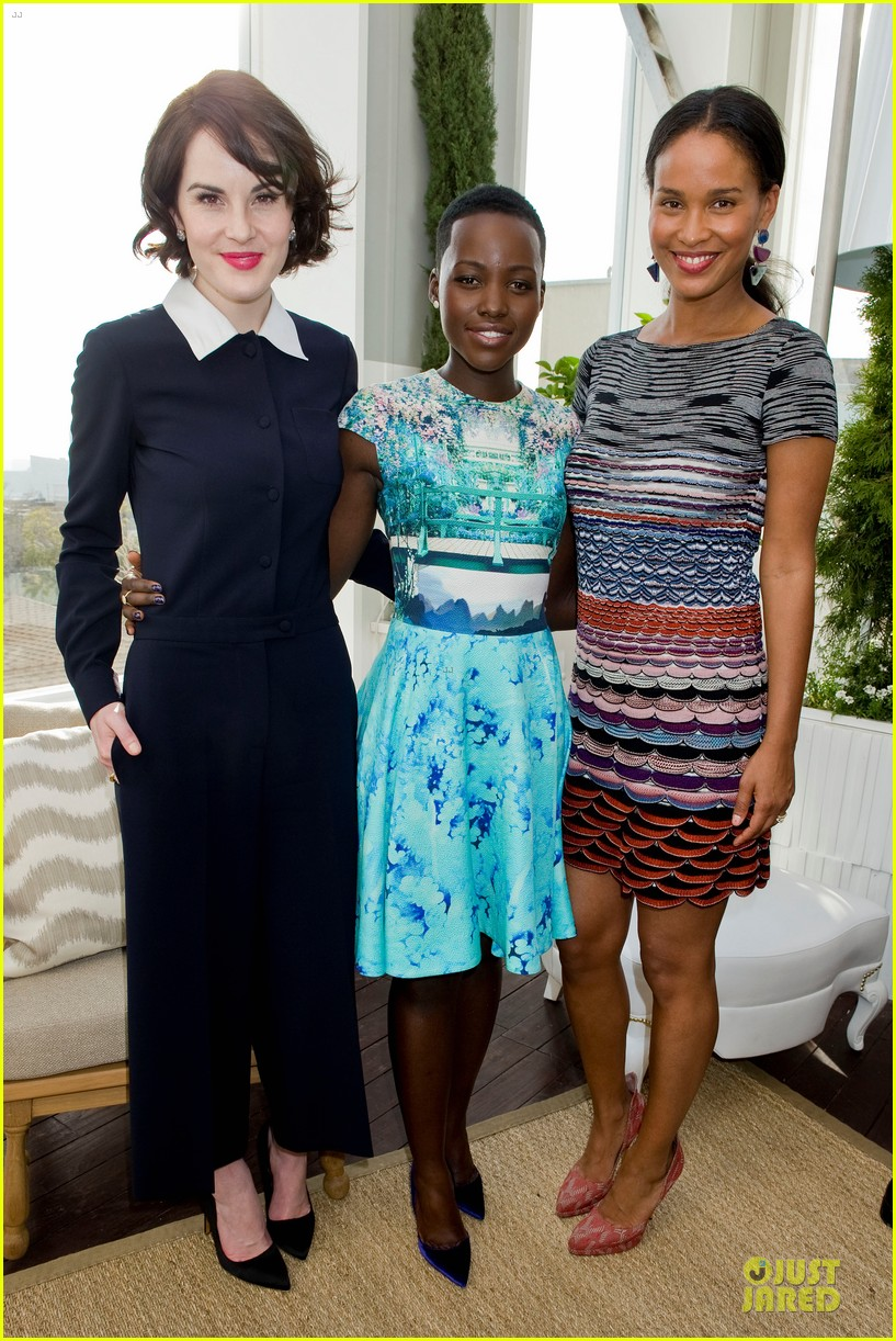 lupita nyongo dujour cover party with michelle dockery 05