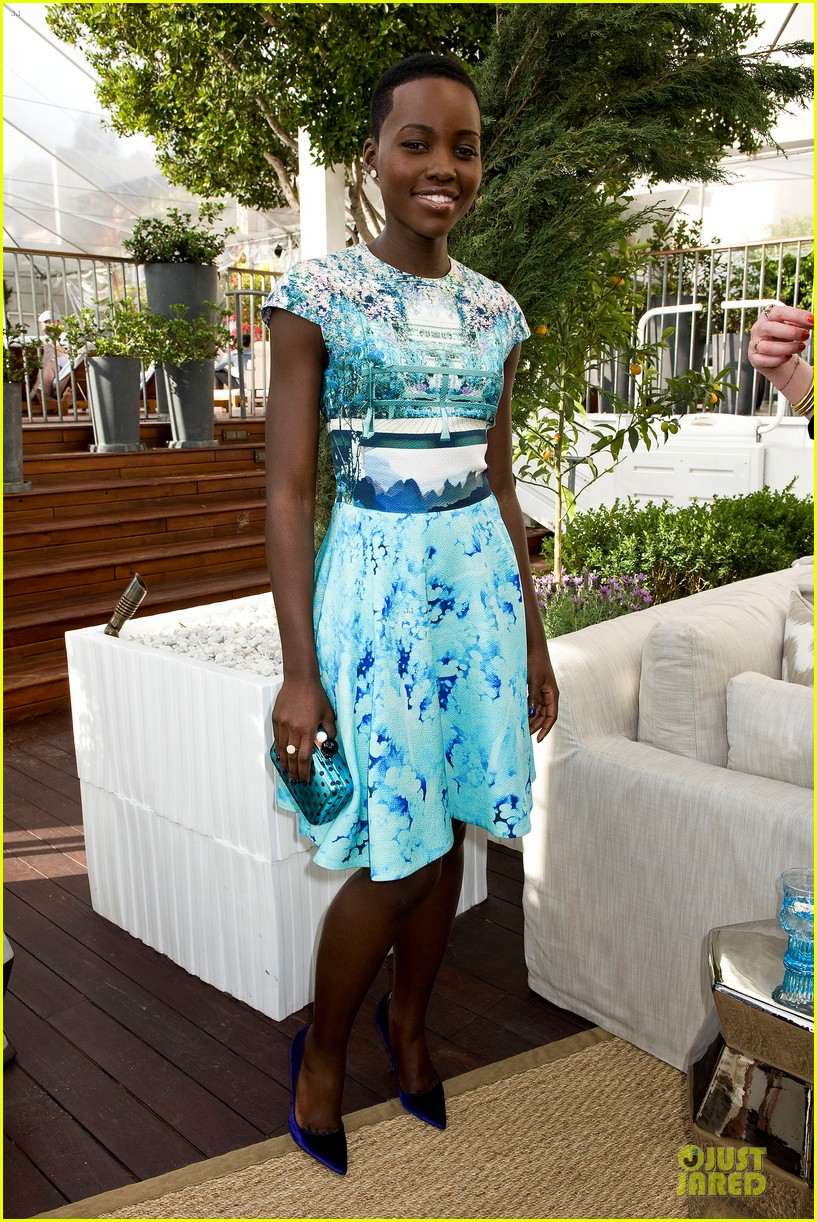 lupita nyongo dujour cover party with michelle dockery 113028197