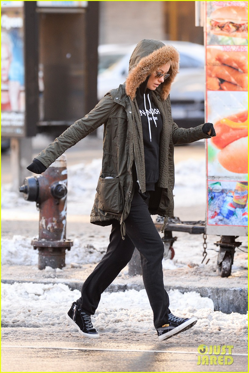olivia wilde jason sudeikis snowy nyc coffee couple 143023029