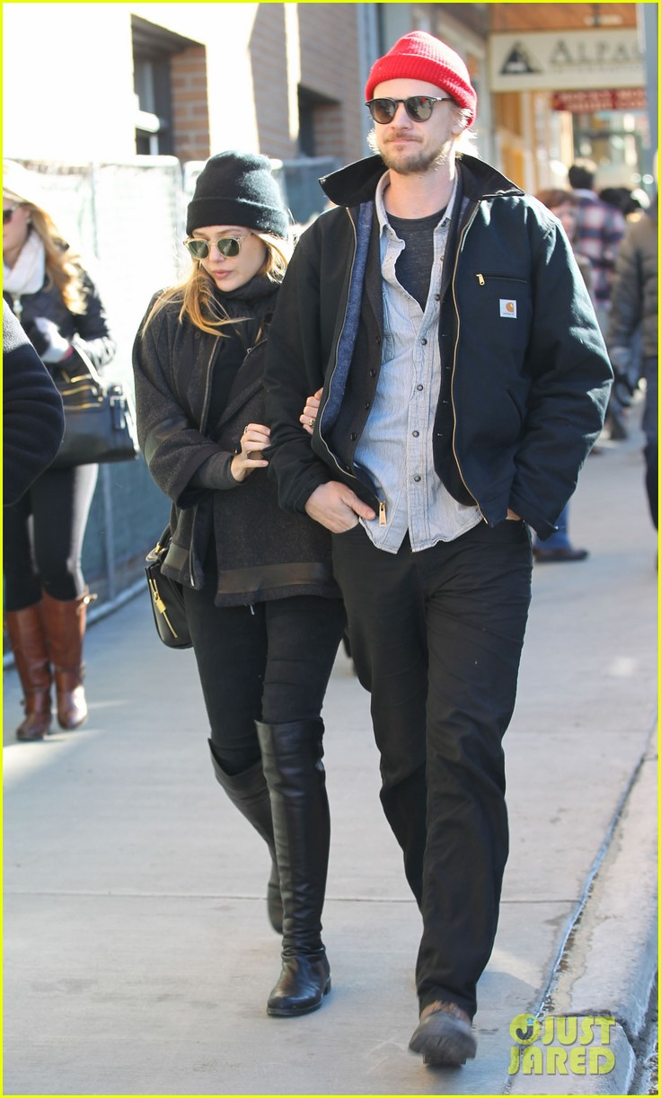 elizabeth olsen hangs with boyd holbrook at sundance 03