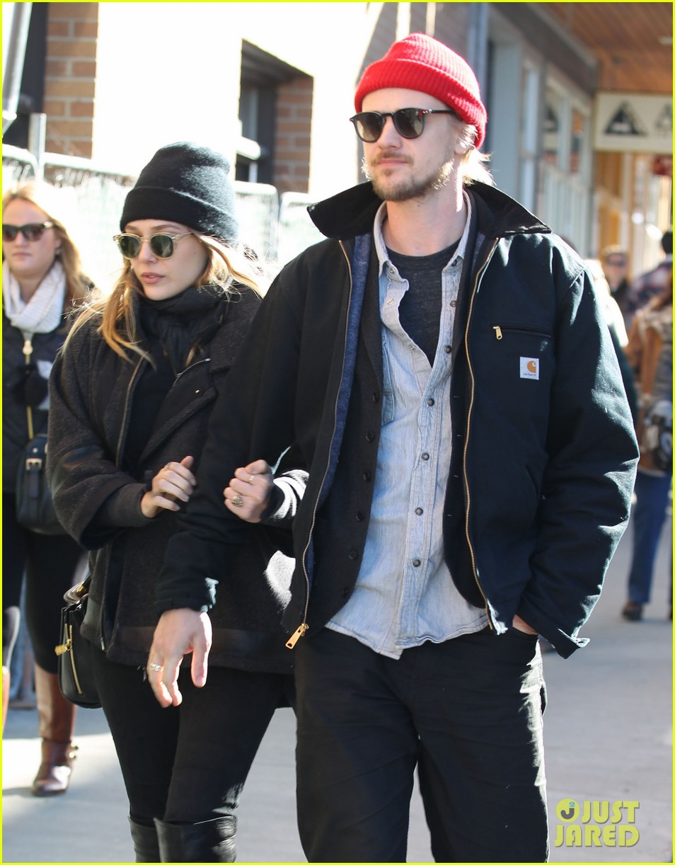 elizabeth olsen hangs with boyd holbrook at sundance 053036398