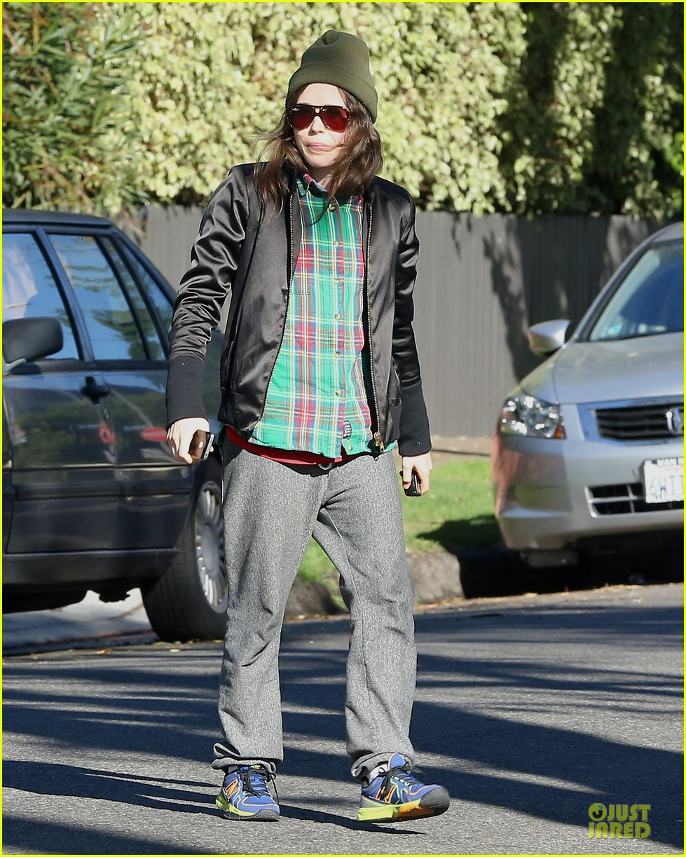 ellen page car fixing gal after gym workout 013024017
