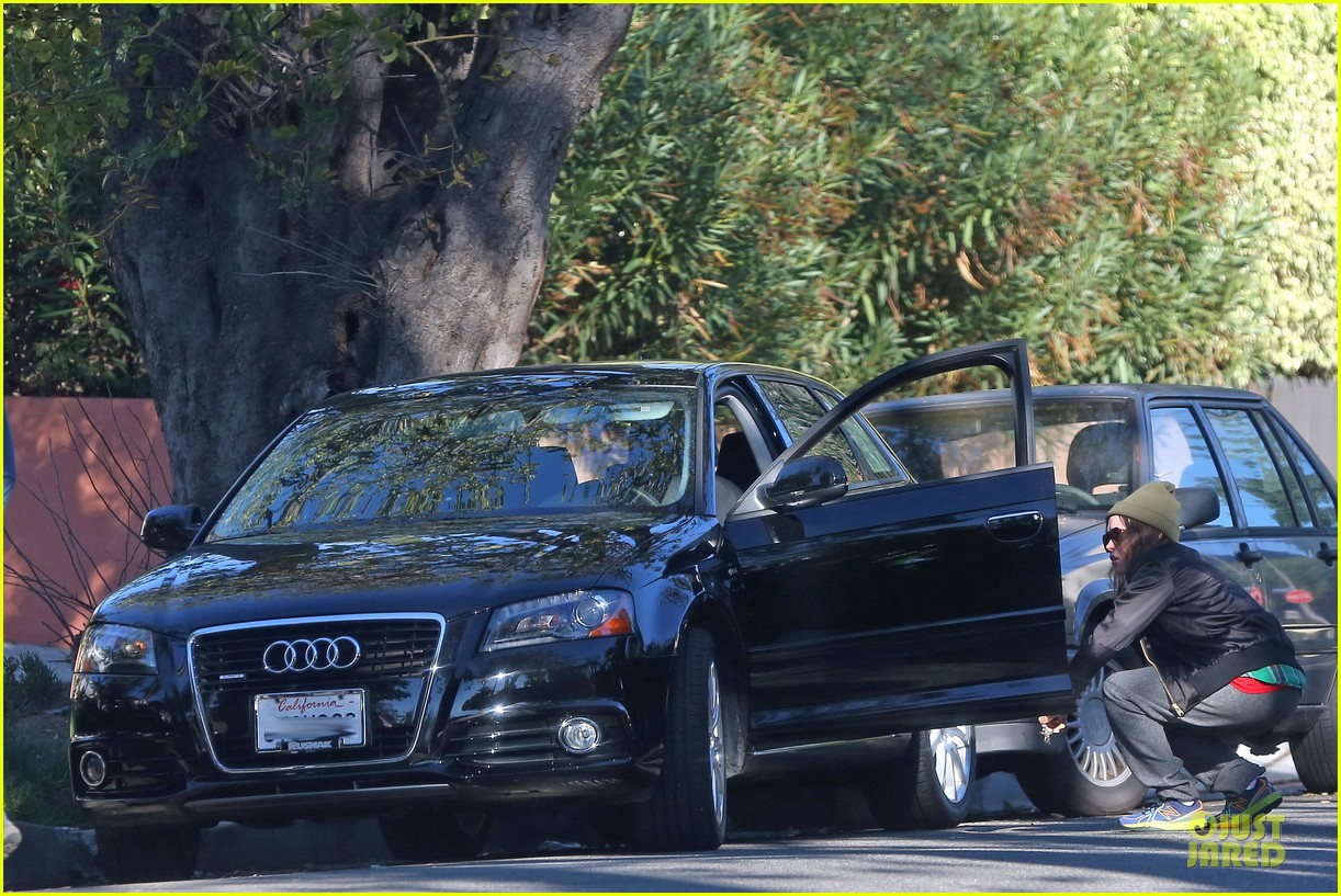 ellen page car fixing gal after gym workout 053024021