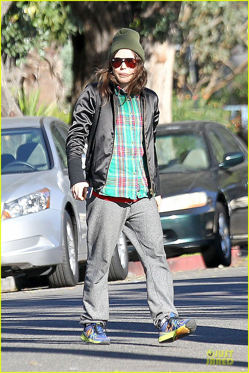 ellen page car fixing gal after gym workout 073024023