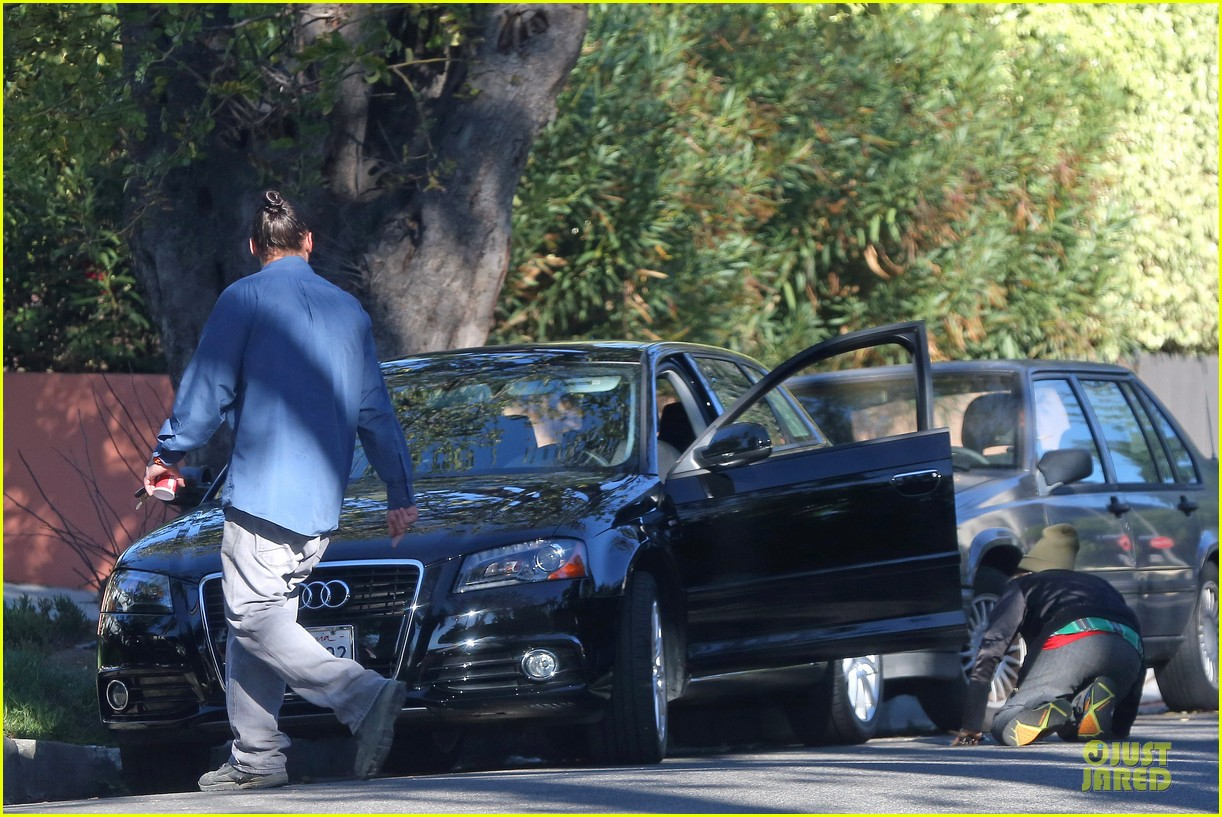ellen page car fixing gal after gym workout 123024028